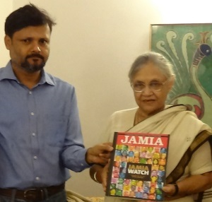 L-R Editor of Jamia Yearbook Asad and Delhi CM Sheila Dikshit