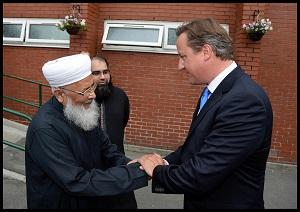 UK Prime Minister David Cameron met Hazrat Allama Qamaruzzaman Azmi in Manchester David Cameron Mosque visit