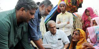 Kisan delegation consoling slain Umar khan's mother