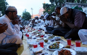 Rihai Manch hosts iftar in Lucknow on 20th July 2013