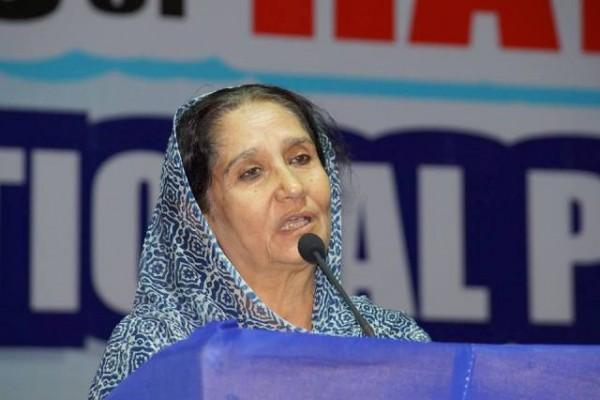 Mrs. Yasmin Farooqui, National President, Women's India Movement addressing the audience.